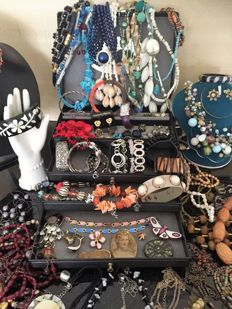 Collection - lot of decorative jewellery, more than 115 pieces