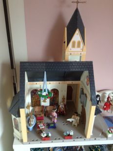 Playmobil Cathedral and figurines