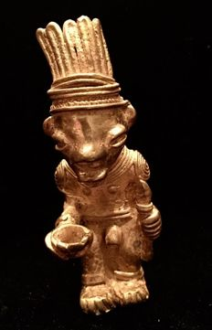 Tumbaga Gold , Colombian Tairona Culture  - 64 x 27  mm , 33,33   grs,  Indian native warrior with tuft and throw