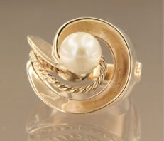 14k yellow gold ring with freshwater cultured pearl, ring size 17 (53)