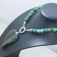 Necklace in 925 sterling silver with agate – Length: 47 cm – No reserve.