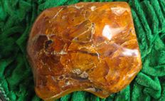 Large piece of Baltic amber - 9.5 x 7.5 cm - 113gm
