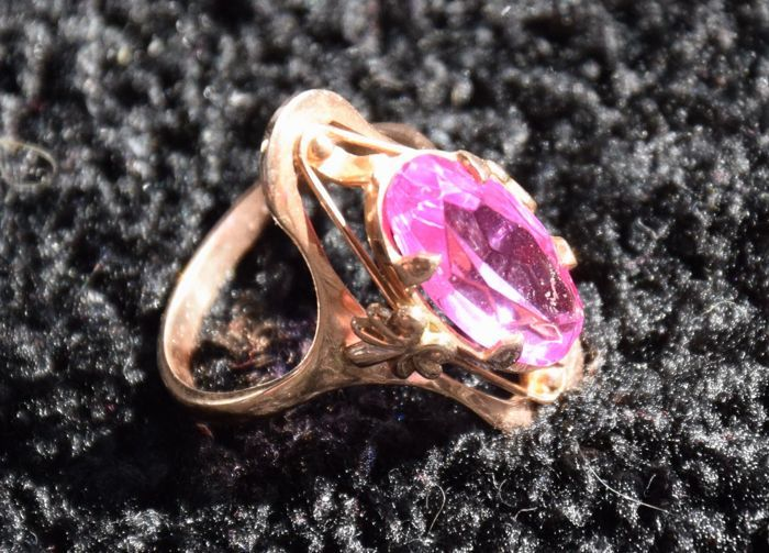 14 kt gold ring with stone - size 15-16 ***No reserve***