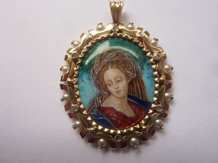 Early 19th century Gold pendant with Enamel, Diamonds and Natural Pearls