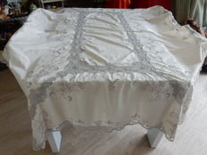Beautiful and antique large rectangular tablecloth in pure cotton - fine lace - beige colour, embroidery by hand - France