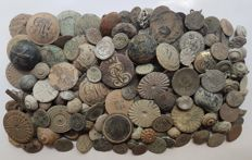 Lot of 200 buttons of all periods (variety of sizes)