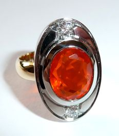 18 kt / 750 gold/white gold with 2.5 ct heavy fire opal from Mexico + 2 diamonds of 0.34 ct G/VVS