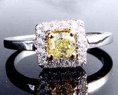 Diamond ring with natural yellow cushion diamond, total 0.72 ct - *** no minimum price***