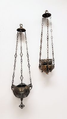 Two copper incense pendulums - Netherlands - 20th century