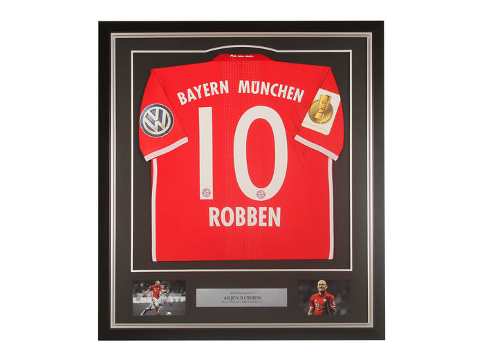 Framed and signed match worn shirt Arjen Robben (Bayern Munich ...