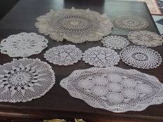 Lot of ten retro crochet doilies.