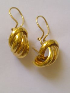 Earrings in 18 kt (750/1000) gold Measurements: 2 X 1.5 x 1.5 cm