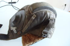 Russian military pilot hat with headphones, cables and loudspeaker Fliegermütze Weltkrieg