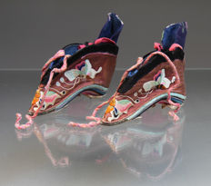 Pair of antique Chinese silk Lotus shoes for bound feet - China - 19th century
