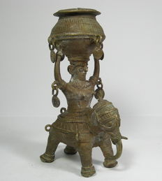 Dokra figure with container and elephant, brass – Orissa, India – 1st half of the 20th  century