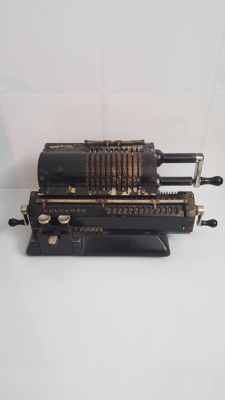 Machine calculator, antique ORIGINAL ODHHER, Goteborg, Sverige, collection item.