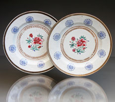 "Rare pair of antique Chinese Famille Rose porcelain plates - ""Bianco Sopra Bianco""  - China - ca.1735 (Yongzheng period )"
