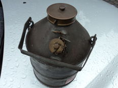 1 petrol can, 30s