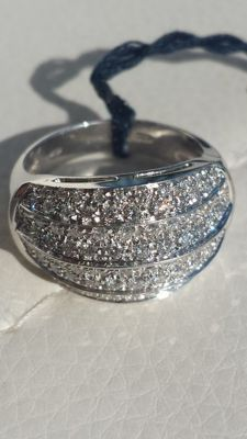 Ring studded with diamonds totalling over 1 ct (Colour: G) - Ring size: USA 5 / no. 9 / Circumference: 49 mm / Diameter: 15.5 mm.