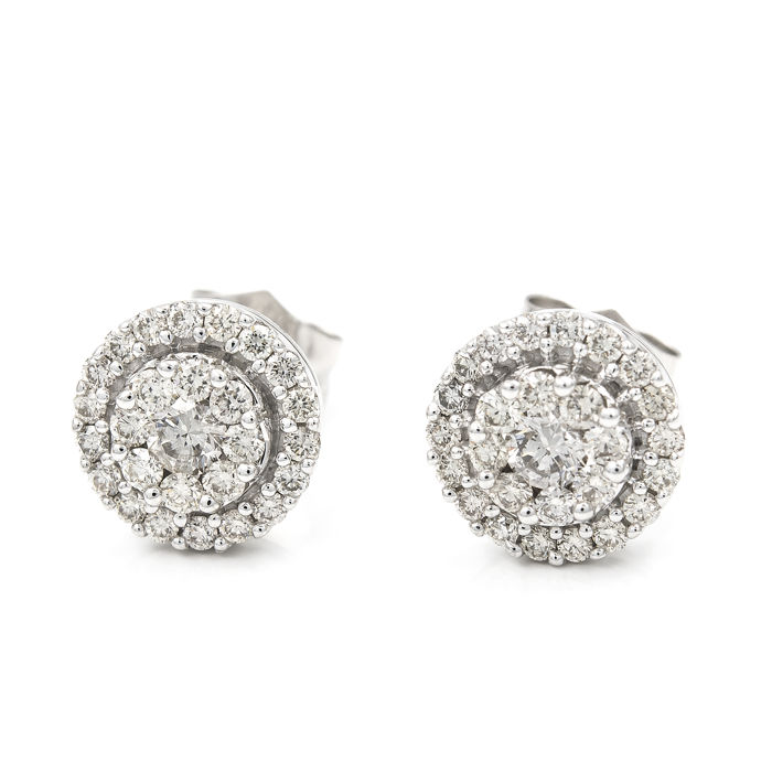 Earring of white gold 18 kt/750 with brilliant cut diamonds. Earring diameter: 9.80 mm (approx)
