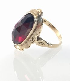 Rose gold ring with garnet
