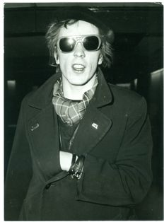 Unknown - Johnny Rotten - Heathrow airport - London - 1978