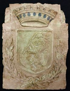 Inlaid and carved coat of arms in Rosa Perlino marble and lapis lazuli - Italy - Venice - early 18th century.