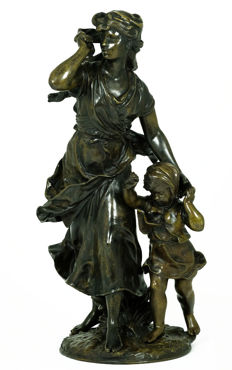 Hippolyte François Moreau (1832-1927) - large bronze sculpture of mother and child - France - end of 19th century