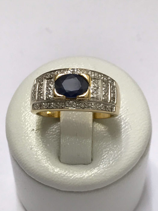 Gold ring with diamonds and sapphire/16.08 mm.