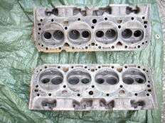 2 V8 General Motor engine heads, 1960s
