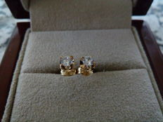 18 kt yellow gold earrings with diamond