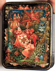 """Russian lacquer box - """"Palekh Miniature"""" – """"Based The story """"Alice in Wonderland""""  - Dimensions: 10 cm x 8 cm x 3 cm"""