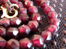 Red garnet necklace with 18 kt gold clasp – Length: 40 cm - ***No reserve price***
