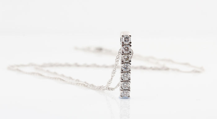 14kt white gold diamond pendant with necklace with 7 round brilliant cut diamonds, 0.50 ct G–H / VS1–VS2.