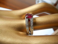Ring with 1.18 ct ruby – GRS certificate – 18 kt white gold, 750/1000. Size: 14 / 17.2 mm