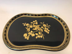 A high quality lacquer tray - England - early 19th century