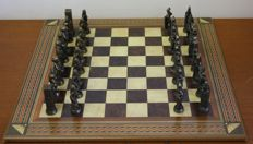 Chess: the king and queen against the Arab empire