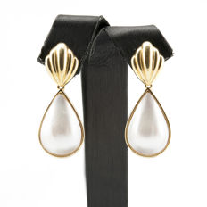 18 kt yellow gold – Long earrings – Mabé pearls – Earring height: 36.60 mm