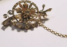Gold antique branch brooch with rose-cut diamond, 26 rose-cut diamonds varying from 1 to 3 mm