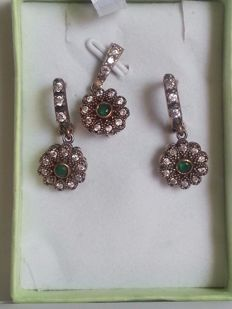Silver set consisting of earrings and pendant with emeralds and topazes