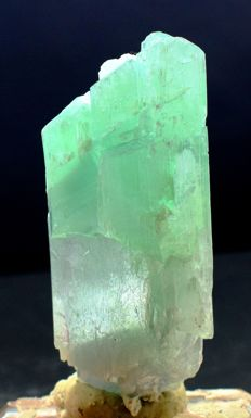 Undamaged Natural Bi Color Kunzite Hiddenite Crystal - 98*82*41 mm , 261 Gram