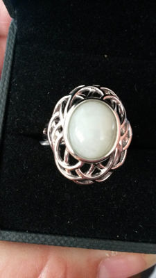 4.30cts genuine Chinese Jade coctail ring. Vogue style