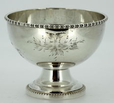 Silver plate hand engraved floral pattern sauce bowl, Made in England ca.1940
