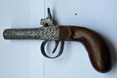 Percussion pistol. Punch or chest pistol. Mid 19th century Engraved: