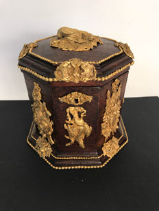 An oak cigar box with gilded ornaments - Dutch - ca 1860
