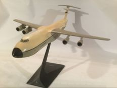 Airplane model - Lockheed - C - 5 - A Galaxy of the US air force L. 49 cm w - wing span: 45 cm.