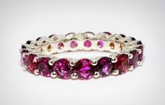 White gold ring with natural rubies of 5.02 ct in total *no reserve price*