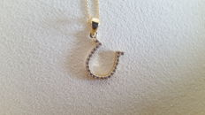 14 kt / 585 yellow gold necklace, 45 cm and 14 kt yellow gold pendant in a horseshoe shape set with zircon