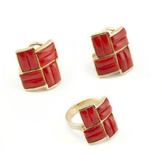 18 kt yellow gold – Set of cocktail ring and earrings – Pacific coral – Height of earrings: 18.50 mm – Ring interior diameter: 18.05 mm