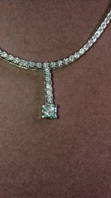 Exclusive 18 kt gold necklace and 83 diamonds, 2.36 ct, SI-VS-VS2. IGE certificate. Length 41 cm
